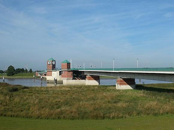 Jann-Berghaus-Brücke, über die Ems in Leer im Zuge der B 436